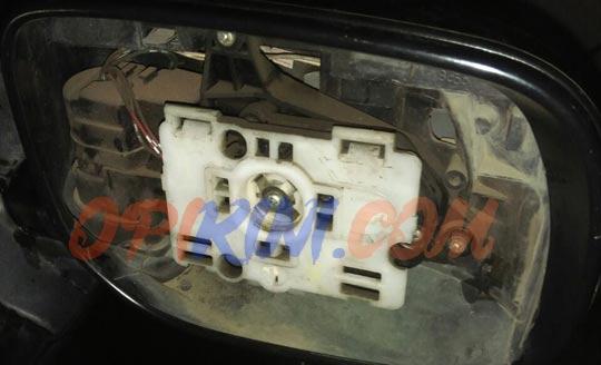 Mengganti Kaca Spion Mobil
