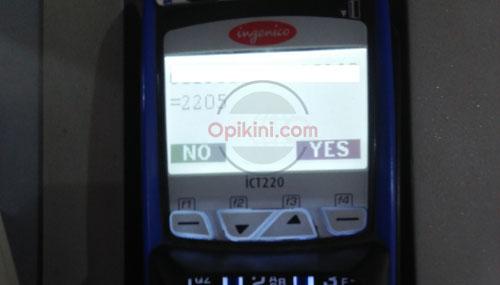 gesek kartu ATM ke mesin EDC