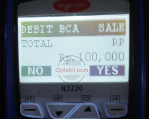 Membeli kartu Flazz di mesin Flazz BCA